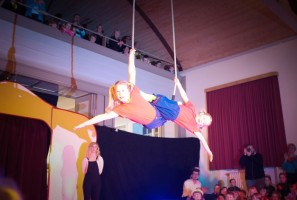 Akrobatik in schwindelerregender Höhe
